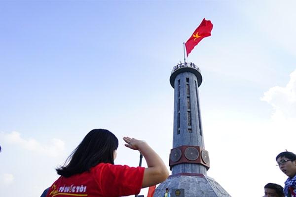 Ngày 2: Quản Bạ - Cao Nguyên Đá Đồng Văn - Cột Cờ Lũng Cú (Ăn: Sáng, Trưa, Tối)